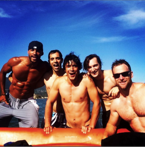 The 100 cast taking time out from filming to rent a boat